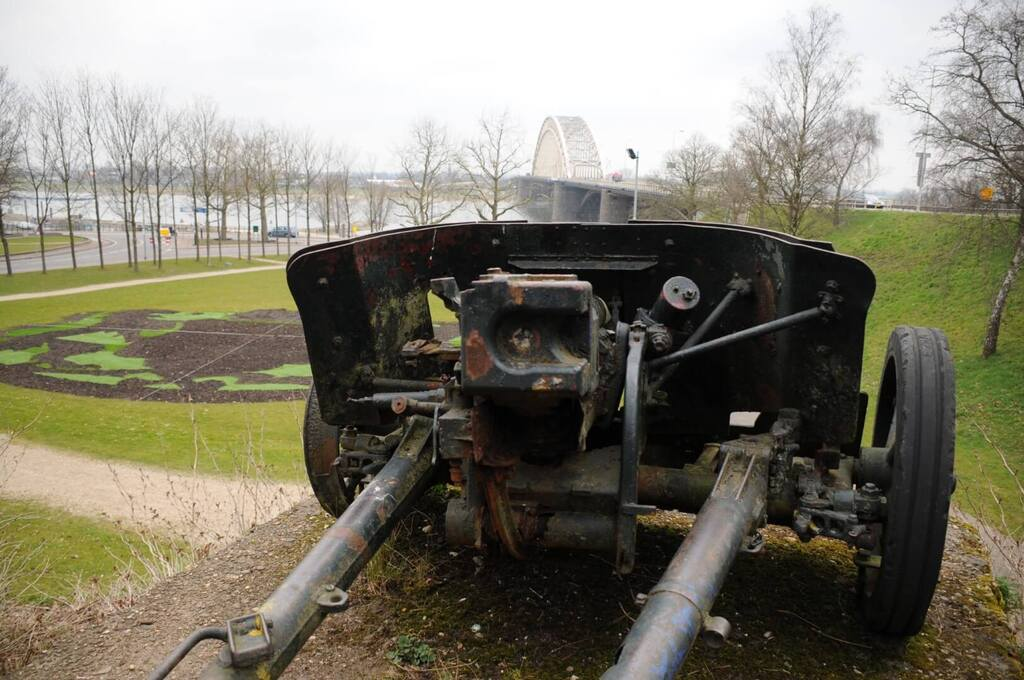 Original German anti-tank gun at the Nijmegen bridge.