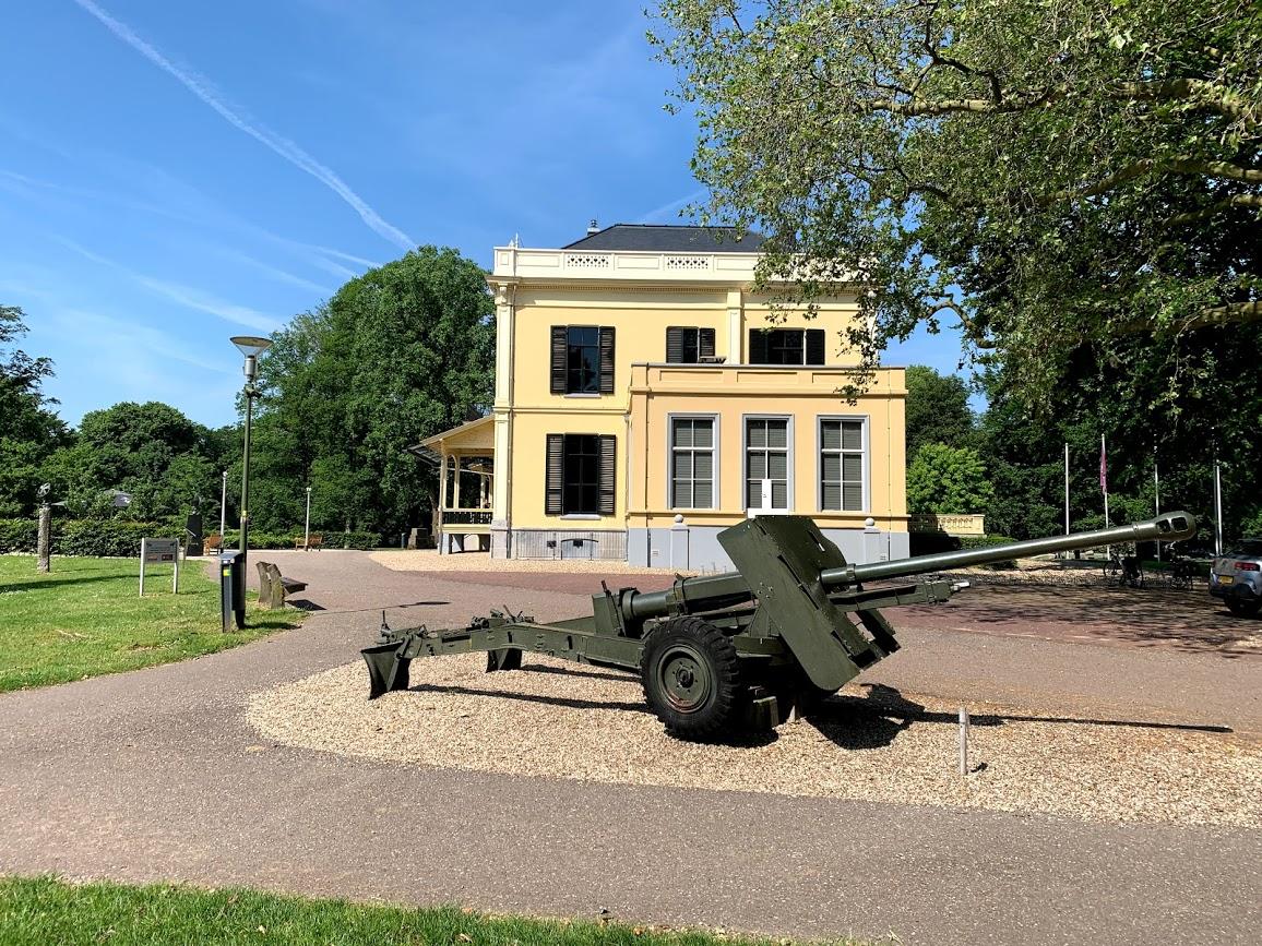 Airborne Museum & Cemetery in Oosterbeek